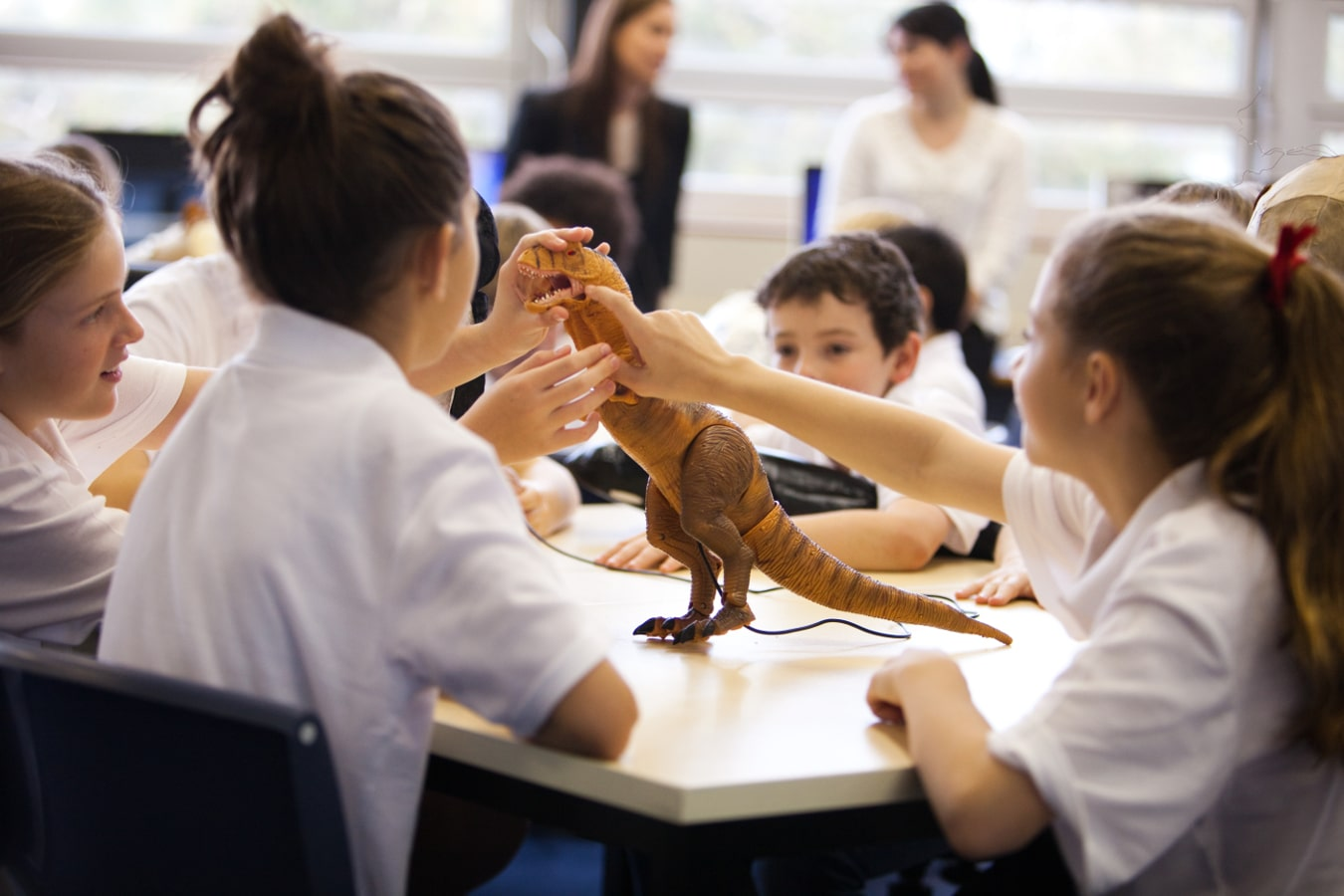 Students with robotic dinosaur